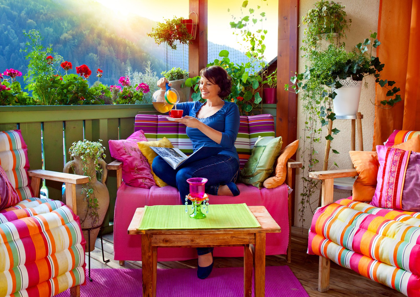 Im Sommer Wird Der Balkon Für Viele Menschen Zum Zweiten Wohnzimmer Unter  Freiem Himmel. Neben Der Dekoration Mit Pflanzen Gibt Es Noch Viele Andere  Ideen, ...